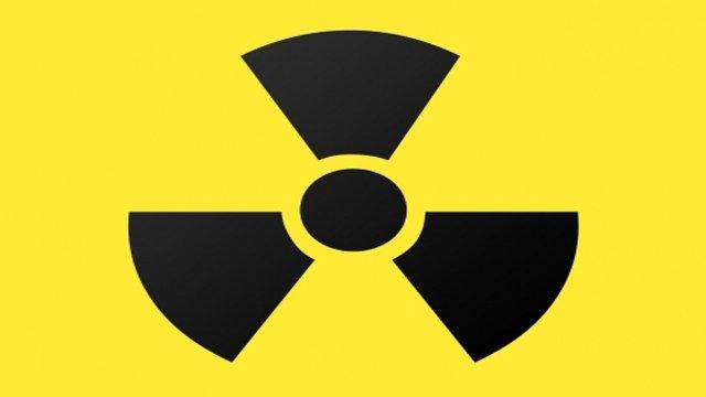 1- Radyoaktivite:  X-Ray ışınlarının keşfinin etkisiyle Henri Bacquerel de bu alanda deneyler yapmaya başladı. Yaptığı deneylerden birinde oluşan kaza Pierre ve Marie Curie çiftine radyoaktiviteyi bulmanın yolunu açtı. Pierre, tüm ekipmanlarını çok yağmur yağdığı için güneş ışığından saklamak istedi ve kumaşla sarıp çekmeceye bıraktı.Geri geldiğinde ise uranyum kristallerine temas nedeniyle fotografik plaka üzerindeki uranyum tuzlarının izini gördü. Pierre ve Marie Curie çiftinin yardımıyla bunun radyasyon olduğuna karar verdiler.
