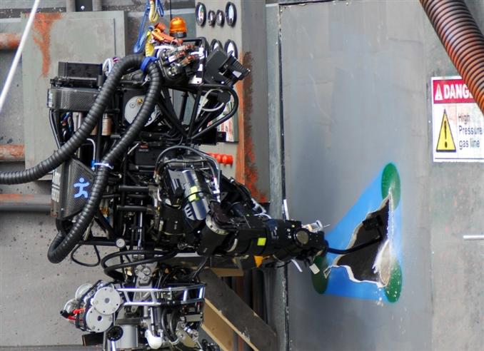 SCHAFT Inc; şirketinin önemli özelliği kapasitörlerle çalışan aktuatörleri ile muazzam güç elde edebilmeleri... Boston Dynmaics'in robotlarıyla güçlerini birleştirmesi ile muazzam robotlar çıkarabilir.
