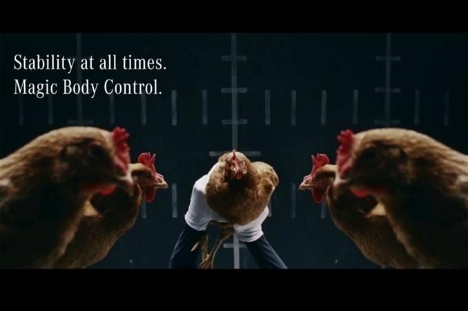 Mercedes; Tavukların oto kontrol sisteminden yararlanmıştır. Tavukların başlarının düzenli bir şekilde ritmik hareket etmesinden ilham alınmıştır.