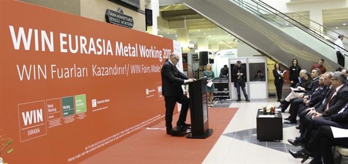 Alexander Kühnel açılış konuşmasını yapıyor   Hannover Messe Bileşim Fuarcılık A.Ş