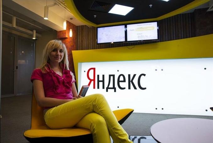 Rusya'nın en büyük arama motoru olan ve dünya pazarına girerek hızla büyüyen Yandex'in Moskova ofisi, Atatürk resmi, Galatasaray bayrağı, masalarda Türk kahveleri derken İstanbul ofisini aratmıyor. Birbirinden renkli görüntüler ile Yandex'in Moskova ofisi karşınızda: