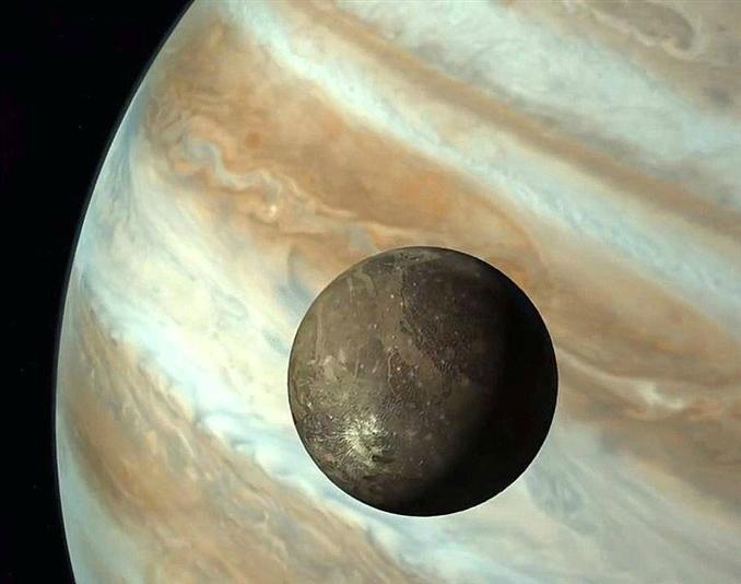 Galileo uzay aracının çektiği bu fotoğrafta Jüpiter ve uydusu Ganymede görülmektedir.