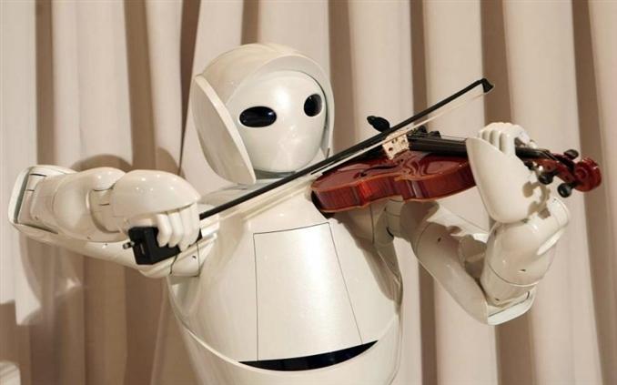 Yeni Beceriler Kazanmak: Örneğin sıradan bir insanın keman çalmasını bilmediğini varsayalım. Bu kişiye keman çalmasını öğretmek için önerilecek tavsiyeler, ya bir kursa gitmesi gerekir ya da bir nota kitabı alıp kendi kendine öğrenmesi gerekir. Bir robotta ise bunu var olan bir parçayı nasıl çalacağını yani elini, kolunu, parmaklarını nereye koyacağını söyleyen bir program yüklediğinizde robot bunu yapacaktır. Fakat robota kendi doğaçlama yapmasını ve gerçekten robotun bastığı notaları anlayıp, yorumlayıp ona göre hareket etmesini sağlamak bir önceki fotolarda bahsettiğimiz ve bahsedeceğimiz işlerin tümünü karmaşık ve hatasız bir işlem kümesi içerisinde çalıştırması gerekir.