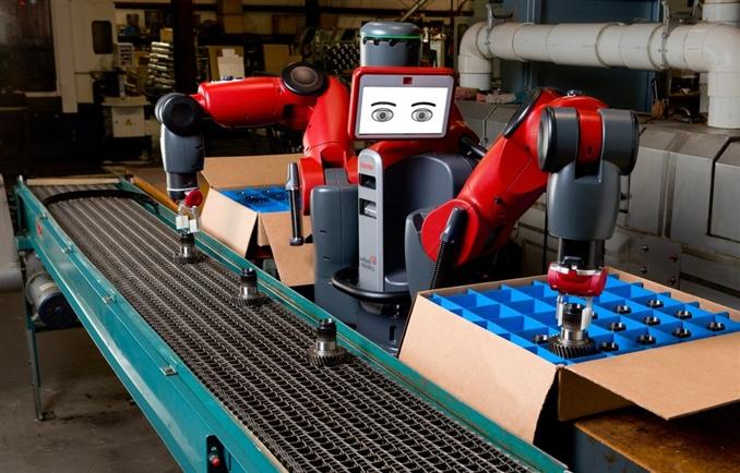 Becerilerini Kullanma: Robotlar yıllardır fabrikalarda, ağır kolileri ve parçaları kaldırıyorlar, hassas boyama işlemleri yapıyorlar. Fakat genellikle hassas ve insanların yapamayacağı zor işleri yaparak hemen hemen her zaman karmaşıklıktan uzak, düzenli bir ortam sunarlar. Bu tür işlemler robotların öğrenmesi için zor becerilerdir. Programlamada yapılan hata belki de milyonlarca dolar zarar demektir. Bundan dolayı bu programlamalar yapılırken çok dikkat edilmesi gerekir ve bir o kadar kontrolün de büyük bir rolü vardır. Şimdi ki teknolojilerle bu robotlar fabrikalarımızda görev almaktadır.