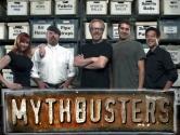 """Mythbusters: 2000'li yılların en önemli bilimsel programı olan bu program adeta bilimsel belgesel fanatikleri için bir idoldür. Programda 2 Mühendis ve diğer kişiler, bilimsel şehir efsanelerini araştırarak bilimsel gerçekleri ararlar. 14 sezonu yapılan program 2016 sezonunda bitecek. Program, örneğin; """"Cep telefonları benzin istasyonlarını patlatabilir mi?"""", """"2 mahkum nasıl olur da yağmurluklarla Alcatraz'dan kaçar?"""" gibi soruları bilimsel, mühendislik yaklaşımıyla çözmektedirler."""