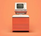 The ICL 7500: Normal bir bilgisayar boyutunda ekrana sahip ICL 7500, çelik çerçeveye ve ahşap kabine sahipti. 1980'lerde bu modelin gelişmiş versiyonlarında PacMan gibi oyunları oynamak mümkündü.