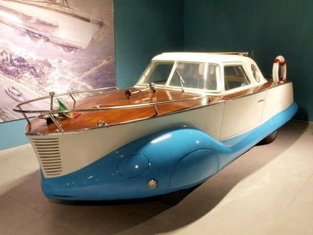 Tekne Otomobil: Özellikle sahil kentlerinde yaşayanlar için tekneler adeta bir hobiye dönüşmektedir. 1900'lü yıllarda otomobil şeklindeki tekne tasarımları ilgi görmüş hatta 'geleceğin tasarımı' olarak belirtilmiştir. Ancak bu tasarımın başarı süreci pek iç açıcı olmamıştır.