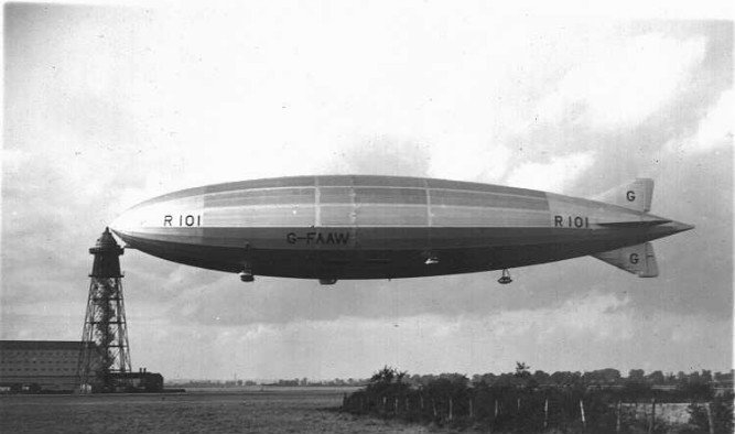 R101 Airship – 1930: Tarihin en popüler zeplin hatası olarak bilinir. Fransa'da düşmüştür ve gemideki 54 kişiden 48'inin ölümüyle sonuçlanmıştır. Zeplin kazasının nedeninin yangın olduğu tespit edilmiş ancak yangının çıkış nedeni belirlenememiştir.