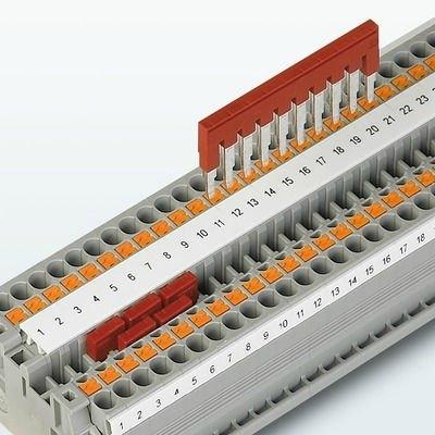 Esnek köprüleme sistemi || Hızlı ve özel potansiyel dağıtımı yapabilmek amacıyla klemenslerin iki köprüleme kanalı vardır. Düz bir çizgi şeklindedirler. Böylece her tür potansiyel dağıtımı kısa sürede gerçekleştirilebilir.