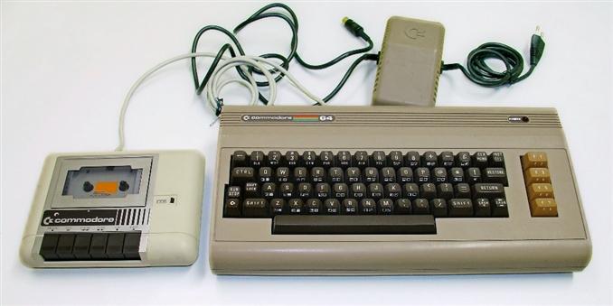 Commodore 64: İlk kişisel bilgisayardan biri olan Commodore 64,Commodore Business Machines 1982 yılında satışa sunulmuştur. Ses ve görüntüsü performansıyla piyasada 17 milyon adet satış rakamını görmüştür. 64 KB RAM belleğe sahiptir.Rom bellek içine gömülü bulunan işletim sistemi ile bozulmaların önüne geçilmiştir. Commodore'un 16 renk göstermesi, grafikleri sorunsuzca kaydırması popülerliğini artırmıştır.