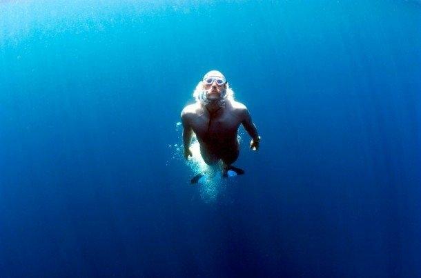 Yapay Solungaçlar: Tıpkı uçmak gibi, su altında nefes alma kabiliyeti hepimizin isteklerinden biri. İsrail'de mucit Alon Bodner, insanların, balıkların solungaçları gibi sudan oksijen üreterek su altında nefes almalarını sağlayan AFish prototipi üzerinde çalışıyor.