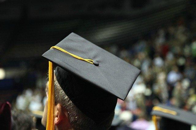 Üniversite mezuniyeti, başarıya giden yolda genellikle en önemli adım olarak tanımlanır. Peki gerçekten de öyle mi? Bu fotoportumuzda mühendislik eğitimini yarıda bırakan ve teknolojiye yön veren liderleri listeledik.