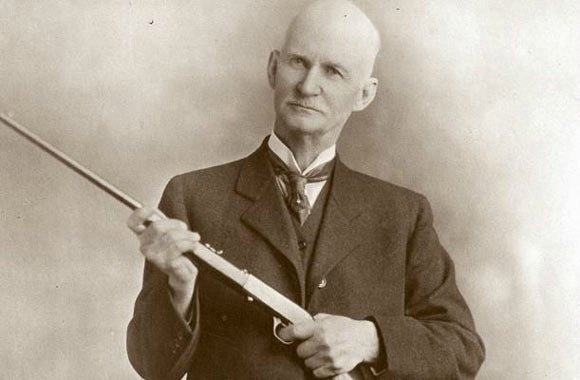 John Deere: 804 Şubat'ında Rutland'da doğdu. Burada bir süre Demirci olarak çalıştıktan sonra, ilk başarılı çelik sabanı icat etti. Traktör üreticisi olarak tarihe geçti ve şirket şu anda dünyanın en büyük traktör üreticileri arasında bulunuyor. Moline Serbest Halk Kütüphanesi'nin direktörü olan Moline Ulusal Bankası'nın Başkanı olarak görev yapmış ve Birinci Cemaat Kilisesinin emanetçisidir. John Deere ayrıca iki yıl boyunca Moline'nin belediye başkanı olarak görev yaptı. Ancak göğüs ağrısı ve dizanteri nedeniyle Deere ikinci dönem için yarışmayı reddetti.