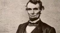 Abraham Lincoln: ABD'nin patent sahibi ilk ve tek cumhurbaşkanı olarak tarihe geçti. Patenti, bir Illinois meclisi üyesi olarak görev yapmaya karar verdikten sonra 1849 yılında verildi. Onun fikri gemiyi suyun yüzeyinin üzerinde kaldıran şişirilebilir bir yüzdürme cihazı oluşturmak üzerineydi. Böylelikle teknelerin karaya oturmayacağını düşünen ilk kişilerdendi.