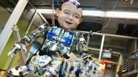 Diego-San: Bu ilginç robotun, insanlığın gelişim dönemindeki öğrenme sürecini yazılımsal olarak uygulayabilmek amacıyla geliştirildi. Ürkütücü görünse de bu robot ile bir çocuğun öğrenme süreçleri test ediliyor.