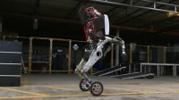 Handle robot: Boston Dynamics tarafından geliştirilen bu robot, akrobatik ve kıvrak hareketlerinin yanı sıra olağanüstü fiziksel bir yapıya sahip. Ayrıca bu robotlar ile geleceğin askeri yapılanmasının yapılabileceği de düşünülüyor.
