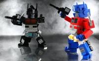 Lego Parçaları Robotlar ile Üretiliyor: Legolar ,dünyadaki ebeveynler ve çocuklar tarafından halen yoğun bir şekilde ilgi görüyor. Lego fabrikalarındaki, çoğu parça, her dakikada 36.000'den fazla parçayı çıkarabilen bir dizi bağımsız robot tarafından üretiliyor . Bunların çoğu jenerik parçalardır, ancak bazı kitler özel olarak tasarlanmış parçalar gerektirir .Bu süreç düşündüğünüzden çok daha fazla zaman alır.