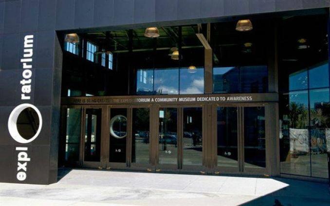 Exploratorium – San Francisco: Bu müze, bilimin birçok alanında en heyecan verici, en tuhaf, en şaşırtıcı gelişmelerine ışık tutuyor. Müzenin vizyonunun, genç bilim insanı adaylarını çevrelerini anlama ve sorgulamaya davet etmek olduğu belirtiliyor.