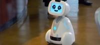 10)Buddy: Buddy isimli bu robot her hanenizdeki en yeni aile üyesi olmak için tasarlanmış. Evi korumak, mutfakta sizlere yardım etmek, önemli tarihleri aile üyelerine hatırlatmak ve çocuklar için harika bir oyun arkadaşı olmak için geliştirilen Buddy, duygusal bir robot olarak gün boyunca çeşitli duygular ifade ediyor. Örneğin Buddy, işten eve geldiğinizde sizi neşeyle karşılayabilir ya da onunla fazla zaman geçirmezseniz mutsuz olabilir.
