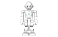 6)Lynx: Yurtdışına seyahat etmek zorundasınız, ancak kızınıza sarılmak ve okulundaki gösteride sergilediği performansı izlemek için orada olmak mı istiyorsunuz? Çinli robotik şirketi Ubtech tarafından üretilen Lynx tüm bunları sizin için yapabilir. Lynx, uygulamasındaki Avatar Modu aracılığıyla küçük bir bebekle aynı boyutlarda olan bu robot görebilir, duyabilir ve konuşabilir hatta dans edebilir ve sarılabilir. Lynx, dokunmatik sensörleri ile insan dokunuşuna tepki verir, hareket ve ya ışığı algılar. Aynı zamanda video kayıt özelliği ve gözetim modu aracılığıyla ev güvenliğini sağlar. Lynx, Amazon Alexa ile senkronize edilebilir böylece müzik çalmak, planladığınız aktivitelerin saatlerini takip etmek, trafik yoğunluğunu kontrol etmek, hava durumu ve ya haberleri takip etmek gibi basit komutları kolaylıkla gerçekleştirebilir.