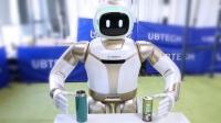 1)WALKER UBTECH'in kişisel robotu Walker, Consumer Electronics Show 2019'da sunuldu ve önümüzdeki aylarda piyasaya sürülecek. 145 cm boyundaki Walker, çevik, akıllı ve iki ayaklı bir insansı robot. Piyasaya sürülmesi beklenen Walker'ın yeni versiyonu bir önceki versiyonundan daha gelişmiş özelliklere sahip. Walker, insanlarla etkileşime girebiliyor, engellere takılmadan hızlı bir şekilde yürüyebiliyor ve nesneleri kavrayabiliyor. Tüm bunların yanında bu robot henüz piyasaya sürülmemiş olsa da, ticari olarak satın alınabilen ilk iki ayaklı robot olmaz özelliğine sahip.