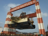 10. Taisun Vinçleri: Büyük makineler inşa ettiğinizde, bu yapılar taşımak için en az onun kadar büyük bir araca sahip olmanız gerekir. Taisun vinçleri dünyadaki en güçlü vinçler olarak kabul ediliyor. 20.000 tonun üzerinde yük taşıma kapasitesine sahip bu vinçler, Çin'deki Yantai Raffles Tersanesinde bulunuyor.