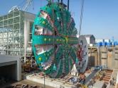 3. Bertha: Bertha, dünyanın en büyük tünel delme makinesidir. 99 metre uzunluğa ve 17.5 metre çapa sahip bu makine, 7.000 ton ağırlığında.