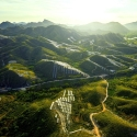 3.Nanping City Güneş Tarlası: Xinyi Solar firması tarafından kurulan tesis, güneş ışığı aldığında geometrik görüntüler oluşturmasıyla dikkat çekiyor. Sistem Çin'in Fujian kentindeki dağlar üzerinde kurulu.