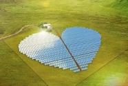 4.The Heart of New Caledonia: Büyük Okyanus'un güneyinde yer alan New Caledonia'da yetişen mangrov ağaçları bir arada bulunduklarında kalp şeklini alır.  Buna atıf yapmak isteyen Conergy firması, ada sakinlerini solar enerjiye ısıtmak için panelleri kalp şeklinde yerleştirdi. Kurulu gücü 2 MW olan tarla, adada bulunan 750 eve enerji sağlayabiliyor.