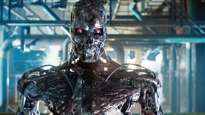 """IBM'in geliştirdiği """"düşünen bilgisayar"""" konsepti,gişe rekorları kıran Terminator adlı film serisini akla getiriyor.Terminator'de """"Skynet"""" adlı düşünme ve karar verme yeteneğine sahip bilgisayar,Rusya'nın Amerika için tehdit oluşturduğuna karar verip,Rusya'yı ABD'nin nükleer füzeleri ile vuruyor ve tüm dünyada nükleer bir kıyameti başlatıyordu.Kimileri,kendi kendine karar alma yetisine sahip bilgisayarlar söz konusu olduğunda böyle bir senaryonun yaşanmasının çok da düşük bir ihtimal olmadığını savunuyor."""