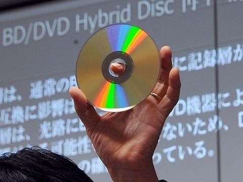 Eğer DVDler kullanılsaydı 1 Milyardan biraz daha fazla, Blu-rayler kullanılsaydı 200 Milyon kadar diske ihtiyaç olacaktı.