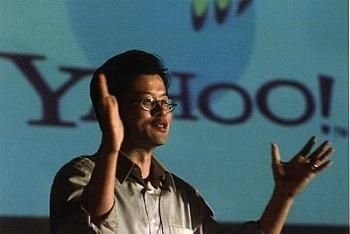 "Yahoo <br/><p></p><br/>Jerry Yang ve David Filo, şirketlerini 1994'te ""Jerry's Guide to the World Wide Web"" olarak adlandırmışlardı. Yeni isim ise ""Yet Another Hierarchical Officious Oracle""ın bir kısaltmasıydı. <br/><br/>Yahoo'nun sözlük anlamı ise ""kaba"", ""gelişmemiş"" ve ""görgüsüz""."