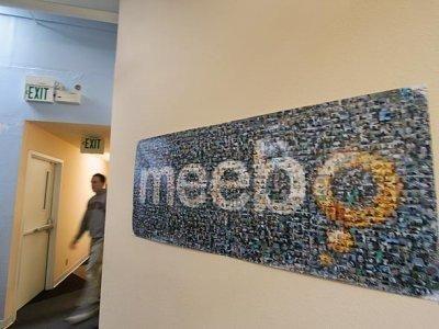 """Meebo <br/><p></p><br/>Şirketin kurucuları, iki heceli kelimeden oluşan, telaffuzu kolay, ancak bir anlamı olmayan bir kelime oluşturmak istemişlerdi. İçinde """"m"""" harfi olursa, bu daha da iyiydi.<br/><br/>Şirket blog'unda """"Meebo""""nun gizli bir kısaltma veya şaka olmadığı yazılı.<br/>"""