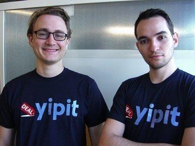"""Yipit <br/><p></p><br/>Anlamlı her domain adının kapıldığını farkeden Yipit ortak kurucusu Vinicius Vacanti, kısa bir isim bulmak istediklerini ve sonunun 'it' ile bitmesini istediklerini söylüyor. """"İnsanların 'Google it' dediklerini farkettik ve bir gün yeterince ünlü olursak, 'it' ismimizin bir parçası olduğundan bu, kullanıcılarımızın işini kolaylaştıracaktı.""""<br/><br/>""""Dolayısıyla [sessiz][sesli][sessiz]it.com şeklindeki tüm olasılıkları listeleyecek bir python kodu yazdım. 21 sessiz ve 5 sesli harf ile ortaya 2.205 domain çıktı. Bunlardan 400'ü satın almaya açıktı. Satın alabileceğimiz domain'ler gerçekten berbattı, ancak çöplük arasından iğneyi çekmeyi başardık: yipit.com.""""<br/>"""