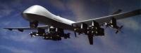 PREDATOR B<br/>Predator B gökyüzündek en gelişmiş İHA'lardan biri. Global Hawk gibi bu araç da 50.000 feet lik irtifası ve durmadan 30 saat yol alabilmesiyle çok dayanıklı ve zor tespit edilen bir araç. Fakat Predator B sahip olduğu gelişmiş silahlarla tam bir ölüm makinesi.<br/> <br/>Atası olan Predator A'nın geliştirilmesiyle ortaya çıkan Predator B ilk silahlı İHA. Üzerindeki gelişmiş sensorler ve bir aracın plakasını bile okuyabilen kameralar ile hedefi bulmak onun için çocuk oyuncağı. Ayrıca Prodator'un bilgisayarları gördüğü yerlerdeki değişimleri görüntü işleme teknolojileriyle rahatlıkla fark ediyor ve merkeze bildiriyor. Hedef belirlendikten sonra bu araç pilotlu bir savaş jetinden hiçbir farkı olmayan bir saldırıda bulunabiliyor.