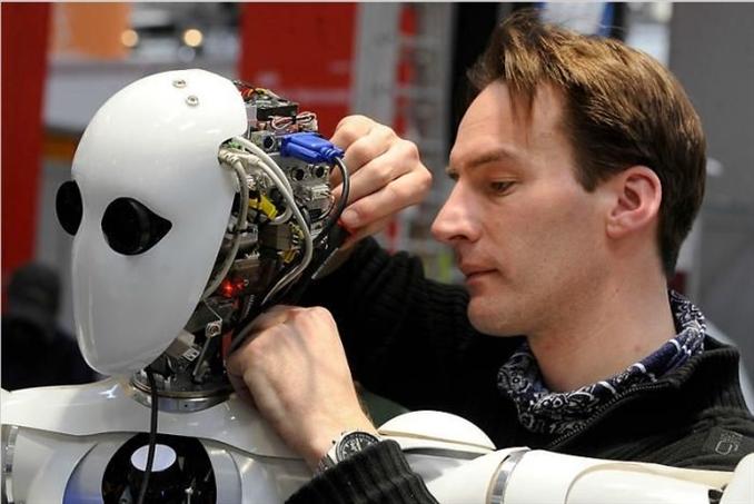 """Almanya'nın Hannover kentinde iki yılda bir düzenlenen dünyanın en büyük teknoloji fuarlarından """"Hannover Messe"""" <br/><br/><p> </p>"""