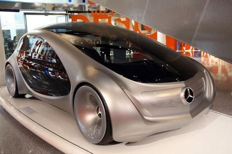Benz'in sürekli geliştirdiği araçları ve Daimler'in yenilediği, güçlendirdiği motorlarının sergilendiği müzede, 125 yılda üretilen yaklaşık 800 adet yüzde 100 orijinal Benz, Mercedes ve Mercedes-Benz araçlardan 160'ı sergileniyor.<br/>