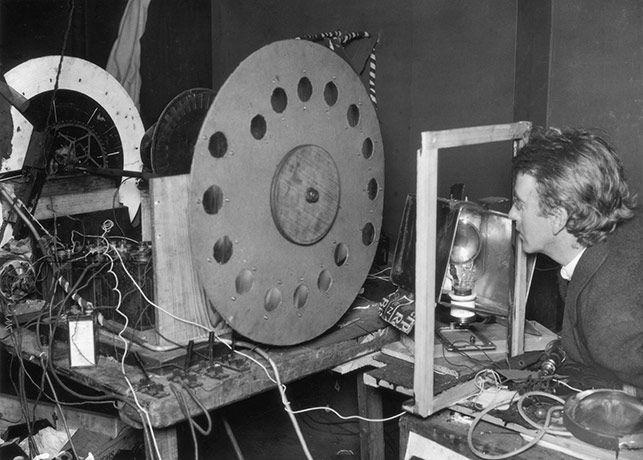"<p class=""MsoListParagraph"" style=""margin-left:39.3pt;mso-add-space:auto;<br/>text-indent:-18.0pt;mso-list:l0 level1 lfo1"">1925<br/>yılı, John Logie Baird'in orijinal televizyonu&nbsp;<o:p></o:p></p><p> </p>"