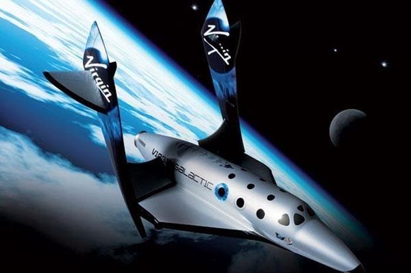 <p>Ticari uzay yolculuğu seferleri düzenlemek üzere kurulan Virgin Galactic'in sahibi İngiliz milyarder Sir Richard Branson, dünyanın ilk ticari amaçlı uzay aracı SpaceShipTwo'yu tanıttı.</p>