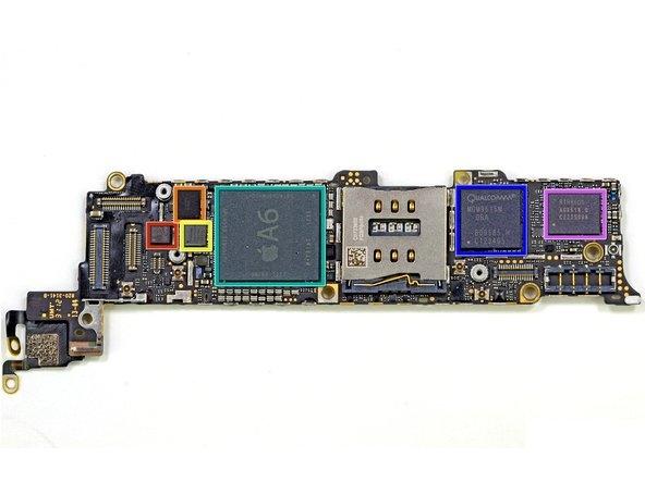 Kart üzerindeki çipler ve yongalar. Kırmızı yonga jiraskop (STMicroelectronics LIS331DLH (2233/DSH/GFGHA), turuncu ve sarı yongalar dokunmatik ekran kontrolleri  (Texas Instruments 27C245I  SoC ve Broadcom BCM5976 marka), mavi yonga  Qualcomm MDM9615M LTE modemi, turkuaz yonga ise A6'yı gösteriyor. En çok merak edilen A6 üzerindeki analizler devam etmekte.
